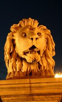 Chain Bridge lion (photo by Manolis Kellis)